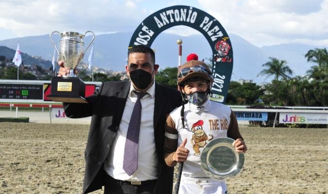 Quevedo y Cortez con el trofeo del Páez /JOSÉ ARAY