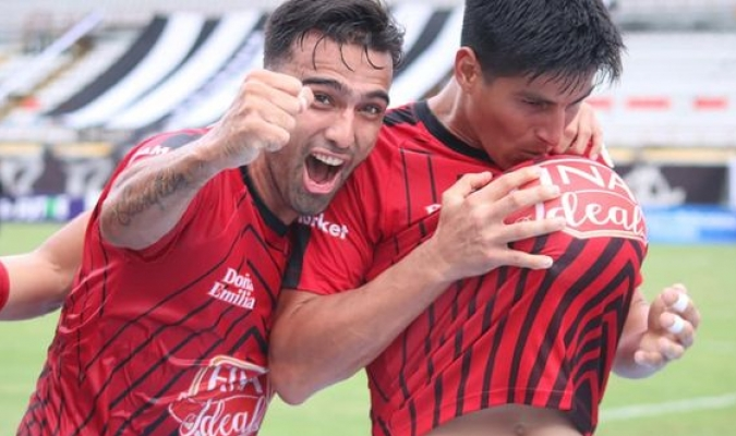 El zaguero va con todo en el llano  Prensa Portuguesa F.C.