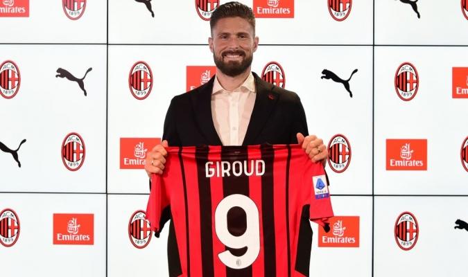 El francés Olivier Giroud, presentado este lunes como nuevo delantero del Milan/Foto cortesía