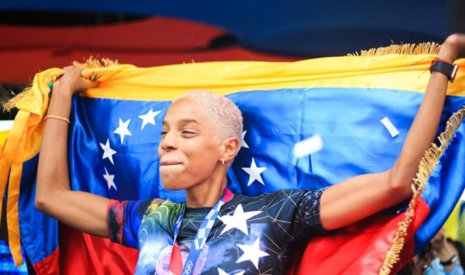 La medallista olímpica Yulimar Rojas arribó a Venezuela luego de hacer historia en Tokyo 2020