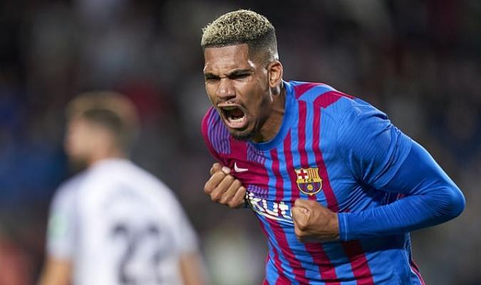 Ronald Araujo, el jugador del Barcelona que salvó un punto para su equipo ante el Granada en el min