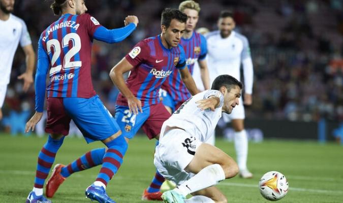 El público del Camp Nou recompensó esta apuesta por la juventud con continuos gritos de ánimo / f