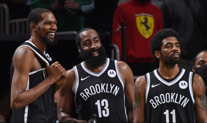 """Irving y Harden forman parte de los """"Tres Grandes"""" de Brooklyn junto con Kevin Durant / foto cor"""