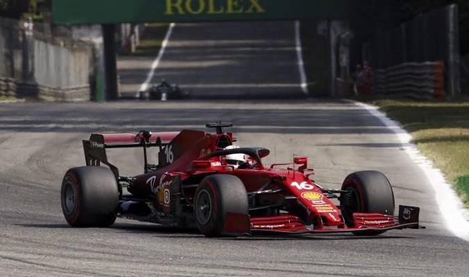 Ferrari explica que este cambio se debe a la introducción de un nuevo sistema híbrido