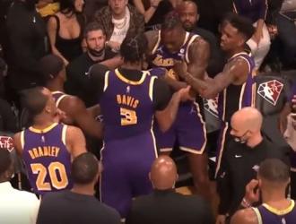 Davis y Howard se pelearon en el banquillo de Lakers / Archivo