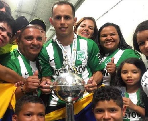 El Lobo y su familia, es el primer venezolano campeón de Libertadores