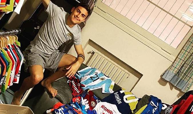 Dybala muestra su colección de camisetas/ Foto Cortesía