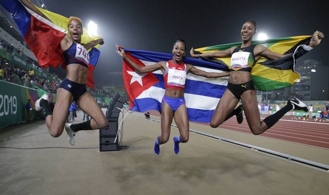 Yulimar celebró con sus rivales / Foto: AP