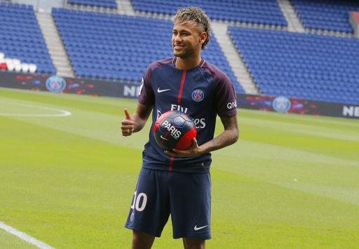 Neymar expresó su emoción por estar en París /Foto AP