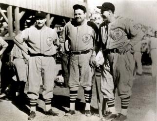 Jimmie Foxx, Babe Ruth y Lou Gehrig en la gira de 1934. Foto AP
