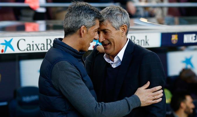 Ambos entrenadores se saludan antes del partido/ Foto AP