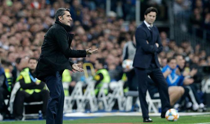Ambos entrenadores dando instrucciones desde la banda/ Foto AP