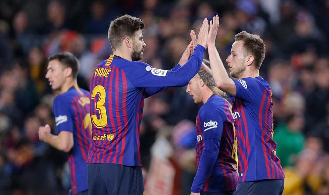 Rakitic celebrando con Piqué su gol/ Foto AP