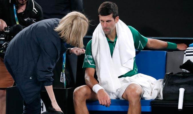 Djokovic tuvo que recibir asistencia médica/ Foto AP