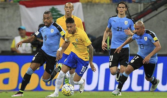 Indetenible en Montevideo Neymar humilló a Uruguay en el más reciente triunfo por 1-4