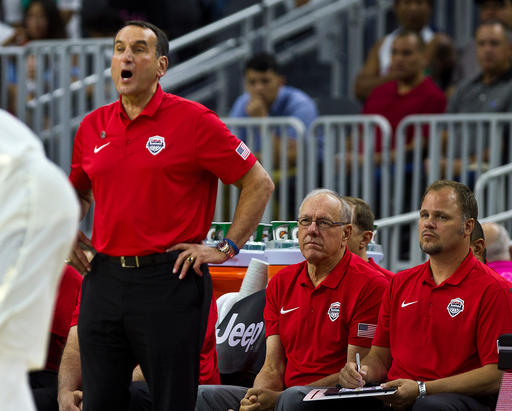 Mike Krzyzewsk entrega las indicaciones /Foto AP