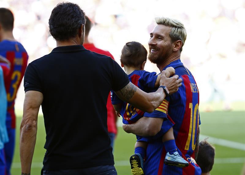 Messi conversa con Luis Enrique /Foto AP