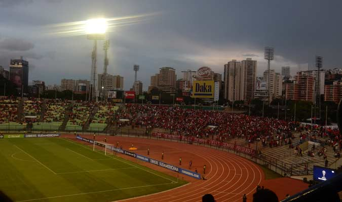 La hinchada del rojo hizo presencia en la sur || Foto: Carlos Chacón