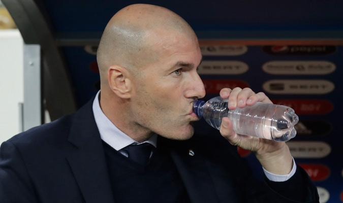 Zidane en el banquillo merengue/ Foto AP