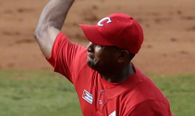 Freddy Álvarez comenzó lanzando para los cubanos/ Foto AP