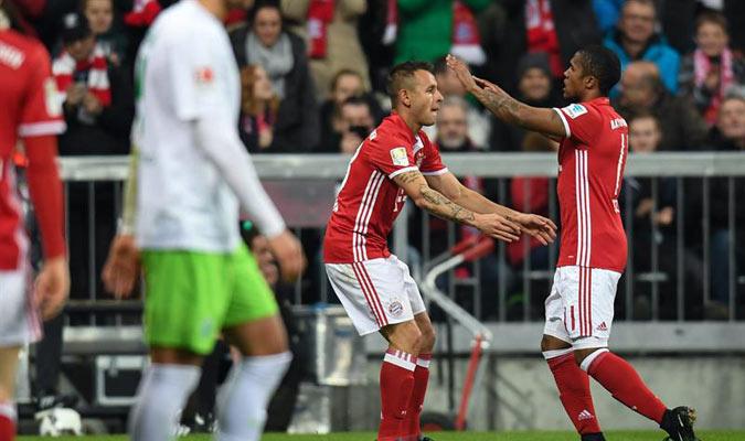 El Bayern Múnich goleó y tomó la cima de la clasificación / Foto EFE