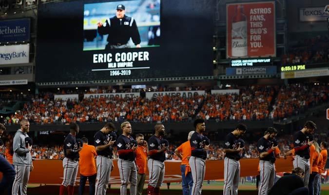 Antes del inicio del duelo se le rindió homenaje a Eric Cooper/ Foto AP