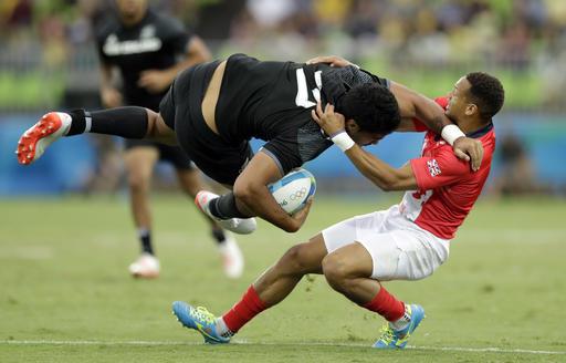 El rugby es un juego muy físico y la imagen lo demuestra /Foto AP
