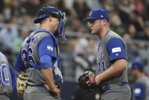 Lavarnway conversa con Gabe Cramer /Foto AP