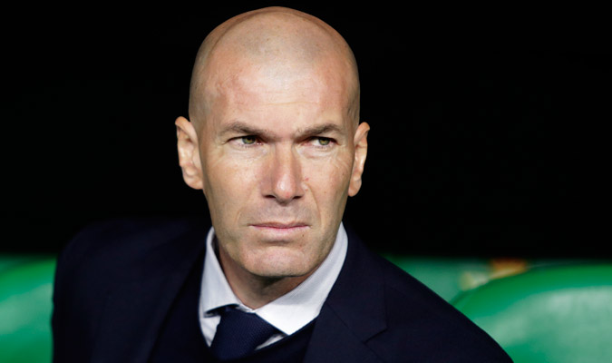 Zidane salió con un 11 discutible/ Foto AP