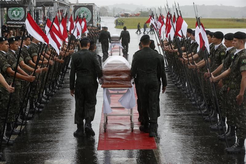 Así llegaron los cuerpos a Chapecó | Foto: EFE
