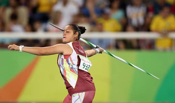 La venezolana Yomaira Cohen participa en la prueba de lanzamiento de jabalina femenino F37 / EFE