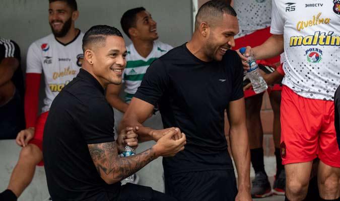 El goleador compartió con sus ex compañeros / Foto: Caracas FC