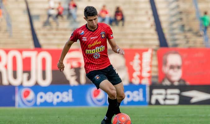 Leonardo Flores demuestra su calidad / Foto: Caracas FC