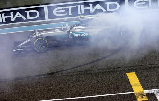 Rosberg celebra luego de convertirse en campeón /Foto AP