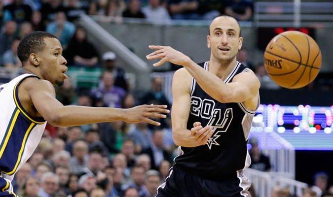 Manu Ginóbili seguirá otro año con los Spurs / Foto AP