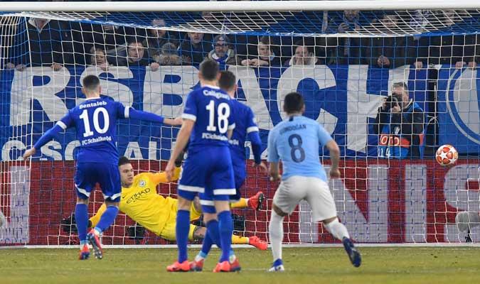 Bentaleb anotando su primer gol del partido/ Foto AP