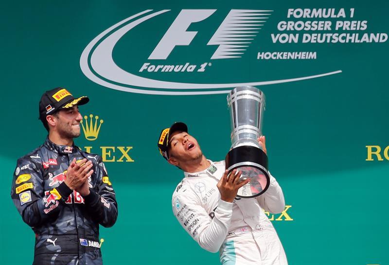 Juanto a Ricciardo (Red Bull) que celebraba su GP número 100 en la F1/ Foto: EFE