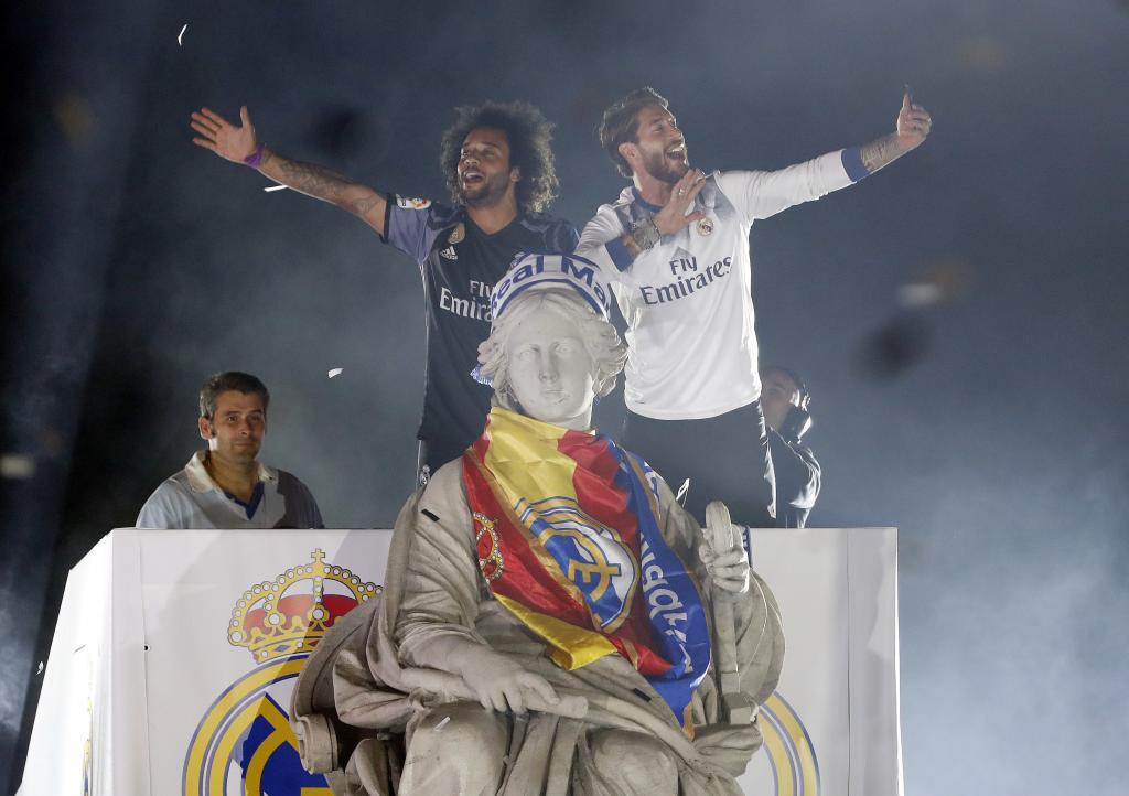 Ramos le colocó la bufanda del Madrid a la diosa