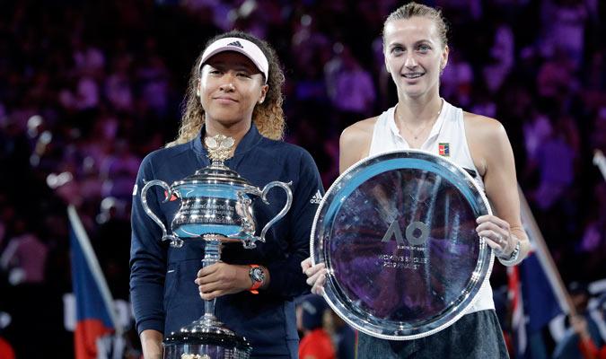 Ambas tenistas con sus trofeos/ Foto AP
