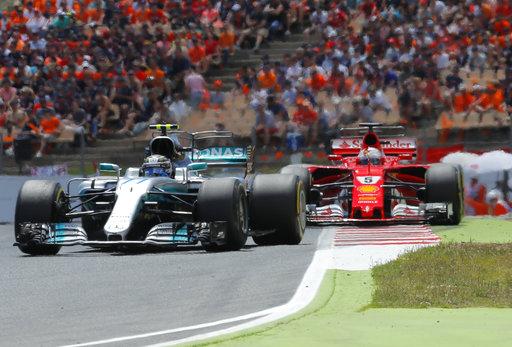 Hamilton tomando la punta /Foto AP