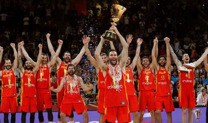 Rudy Fernández levantó el trofeo/ Foto EFE