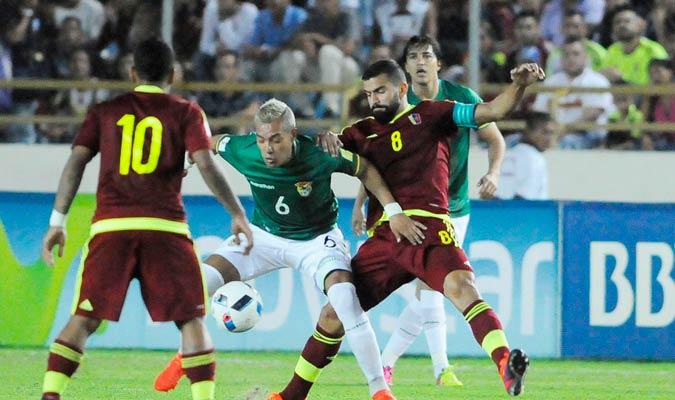 La selección nacional mostró un mejor rendimiento en una cancha sin brillo / Foto David Urdaneta
