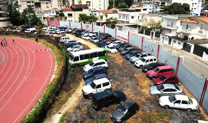 Así se encuentra el estado del estacionamiento/ Foto David Urdaneta