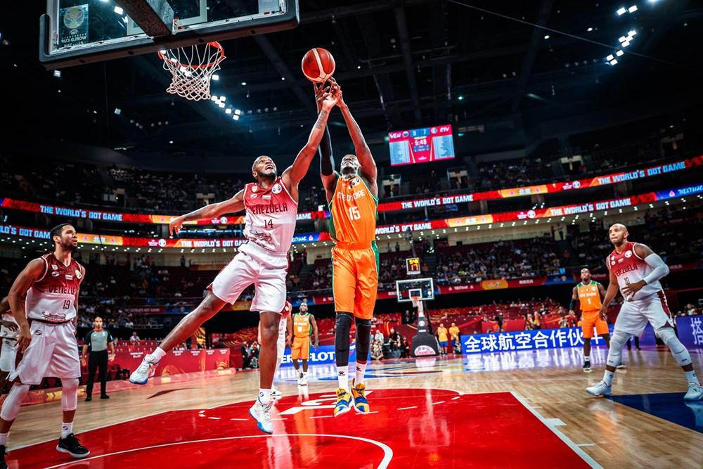 Ruiz también aportó en defensa/ Foto fiba.basketball.es