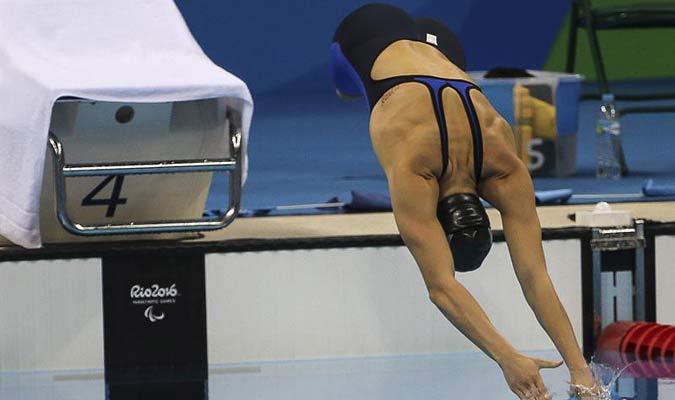 La estadounidense Jessica Long participa en la prueba de 100 metros femenino libre S8  / EFE