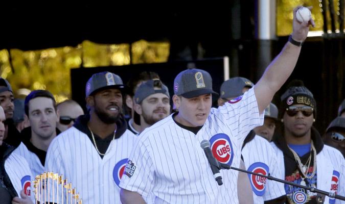 Rizzo enseña al mundo la pelota del último out /Foto AP