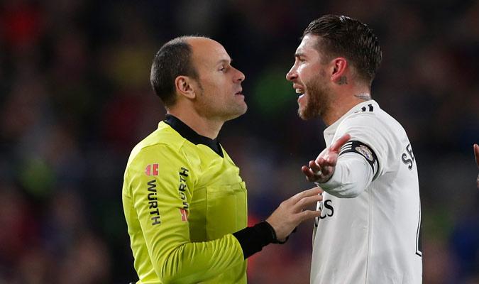Sergio Ramos fue amonestado muy temprano en el partido/ Foto AP