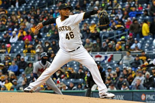 El lanzador inicial de los Pirates Ivan Nova entrega en el primer inning del encuentro contra los bravos de Atlanta en Pittsburgh