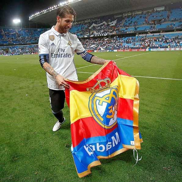 El capitán del Real Madrid, Sergio Ramos, hizo de torero en La Rosaleda