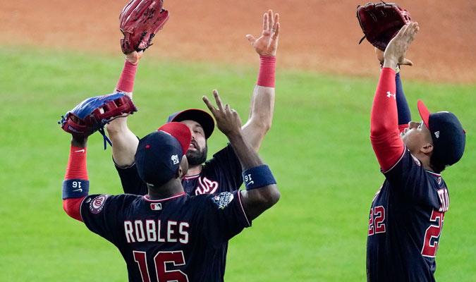 Soto y Robles se mostraron alegres por la victoria/ Foto AP